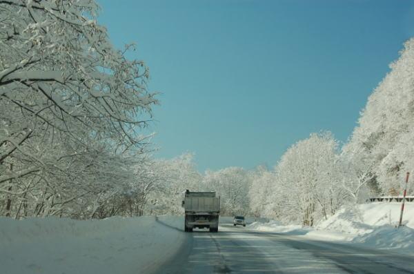 アイスバーンで道路が凍結
